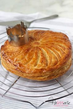 Traditionele Driekoningentaart: Galette des Rois Baking Tips, Bread Baking, Baking Recipes, Italian Cookies, Pie Cake, Kitchen Recipes, Let Them Eat Cake, Cupcake Cakes, Easy Meals