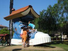 Parc Francesc Macia, Malgrat de Mar Con un montón de sonas para los niños, pistas de skate, petanca, ping.pomg, voley, toboganes, magdalenes y lapices gisantes, circuitos de madera... Zonas de pic nic, restaurante en el mismo parque y a las afueras. Ideal pasar un dia, mañana o tarde con los niños  TIPUS ACTIVITAT: parque / parc, picnic Playground Games, Barcelona, Expecting Baby, Days Out, Picnic, Travel, Amusement Parks, Kids, Pool Slides