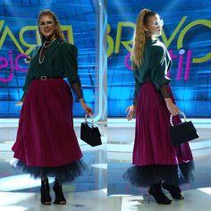 "2,540 aprecieri, 15 comentarii - Bravo, ai stil! (@bravoaistil) pe Instagram: ""Aflata pe podium, pentru jurizare, se pare ca Emiliana nu ii impresioneaza pe cei trei jurati cu…"" Podium, Tulle, Runway, Ballet Skirt, Skirts, Instagram Posts, Fashion, Moda, Skirt"