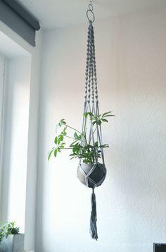 DIY macrame Blumenampel in grau