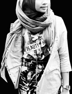 Street fashion Yuna Zarai, Hijab Fashion, Alexander Mcqueen Scarf, Street Style, Celebrities, Hijab Styles, Romanticism, Collection, Street Fashion