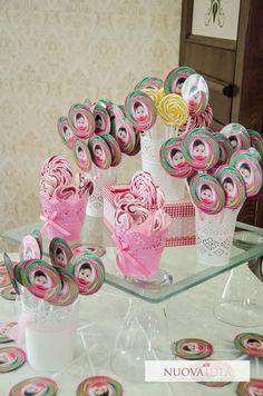 Botez cald în culori dulci! Acesta va fi efectul tematicii lollipop  veselie în culori pastelate decorațiuni parfumate dar mai ales aromate. Este o tematică pe care o poți personaliza ușor după bunul tău plac. http://ift.tt/2iHgfAV