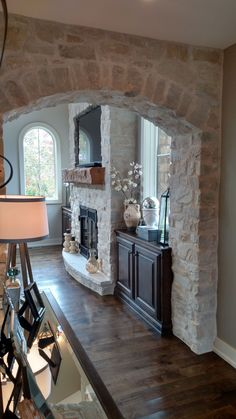 House Brick And Stone Fireplace Makeovers 36 Ideas Casa Magnolia, Stone Veneer Fireplace, Cream Fireplace, Stone Fireplaces, Brick Archway, Stone Interior, Fireplace Remodel, Fireplace Makeovers, Fireplace Ideas