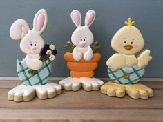 Here's Easter Bunny cookie recipe & an exhaustive list of best decorated Easter bunny cookies. Check cute Easter bunny cookies pictures and inspire yourself Easter Bunny Cookies Recipe, Easter Bunny Cake, Flower Cookies, Cupcake Cookies, Cookie Bouquet, Cookie Favors, Baby Cookies, Heart Cookies, Valentine Cookies