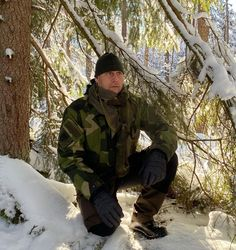 "TAC-UP GEAR på Instagram: ""More camouflage pictures in Swedish winter ❄️ scenery! This time it is the ""Woodland"" Scrim scarf showing how easily you can subdue your…"" Winter Scenery, Canada Goose Jackets, Camouflage, Woodland, Photos, Pictures, Winter Jackets, Instagram, Products"