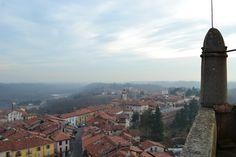 Sui tetti. Italia.Biella.Masserano. #italy #Biella #masserano #autunno #campanile #church