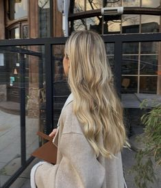 Dyed Blonde Hair, Honey Blonde Hair, Blonde Hair Looks, Blonde Long Hair, Perfect Blonde Hair, Blonde Hair Shades, Beige Blonde, Blonde Hair Inspiration, Hair Inspo