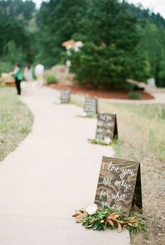 Bookmark this for 10 gorgeous ways to incorporate calligraphy into your wedding decor.