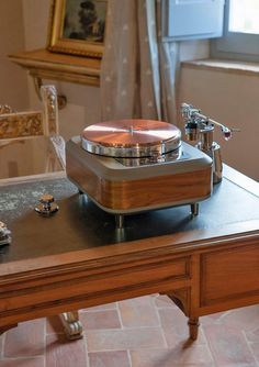 "TORQUEO Audio NOCE Turntable with PILASTRO PLUS"" tonearm base."