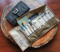 Keeping EDC items in check can be a challenge. But BOND Travel Gear have a badass solution at hand. Meet the new Tool Roll, a piece worthy of your EDC. Travel Supplies, Tool Roll, Modern Tools, Edc Everyday Carry, Commuter Bike, Pocket Notebook, Work Tools, First Aid Kit, You Bag