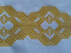 Broderie Bargello, Huck Towels, Swedish Weaving Patterns, Swedish Embroidery, Monks Cloth, Stitch, Crafts, Diy And Crafts, Cat Crafts
