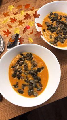 Jesienna, rozgrzewająca zupa z pieczonej dyni i batata. Przeciwzapalna, idealna na przeziębienie. Wypróbuj mój przepis już dzisiaj!