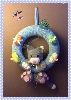 Crochet Pig, Baby Blanket Crochet, Wreath Crafts, Diy Wreath, Baby Crafts, Diy And Crafts, Crochet Furniture, School Wreaths, Crochet Wreath