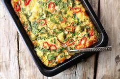 Middagsomelett med potet, fetaost & brokkoli - LINDASTUHAUG Quiche, Zucchini, Nom Nom, Food And Drink, Vegetables, Cooking, Breakfast, Omelet, Red Peppers