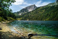 """Sommerurlaub in der Hochsteiermark - Impressionen Teil 10 - Der Steirersee auf der Tauplitz - Ein Bergsee ist für mich etwas ganz Besonderes verbindet er doch meine liebsten Natur-Schauplätze. Wenn man wie im traumhaften Steirersee im Sommer auch noch darin schwimmen kann ohne sich Erfrierungen zu holen ist ein Spitzenplatz in meiner persönlichen """"Best of Steiermark""""-Liste gesichert. Infos www.dietauplitz.com Berg, Travelling, Mountains, Instagram, Nature, Summer Vacations, Swimming, Naturaleza, Nature Illustration"""