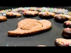 Inimi în ciocolată - YouTube Deserts, Cookies, Youtube, Food, Crack Crackers, Biscuits, Essen, Postres, Meals