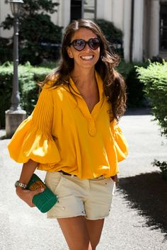 CABOVERDE 2018♥️♥️ Look Fashion, Fashion Mode, Fashion Editor, 80s Fashion, Street Fashion, Girl Fashion, Fashion Shoes, Yellow Blouse, Yellow Top