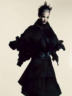 "Über Fashion Marketing: Saskia de Brauw em ""Yohji Yamamoto"" na Interview Magazine"