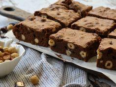 Ο Γιώργος Τσούλης φτιάχνει μοναδικά και απολαυστικά γλυκά για εσάς! Love Chocolate, Cake Pops, Brownies, Food And Drink, Cupcakes, Sweets, Baking, Desserts, Recipes
