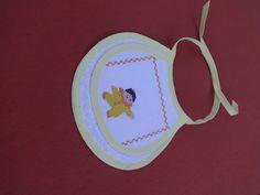 Babador infantil - Bordado em ponto cruz - desenho de menininho - menininha- nenem