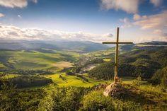 Krásny sviatočný deň prajeme  #praveslovenske od  @photomsluk  Sedlo nad Hejdovom