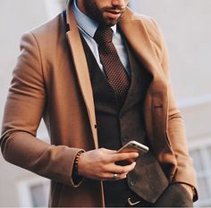 We are in love with this combination/look of @chezrust  #suitup #fashion #style #gentlemen #mensstyle #menswear #class #classy #men #luxury #influencer #businesslook #outfit #menfashion #potd #businessman #inspiration #work #success #watches #fashiongram