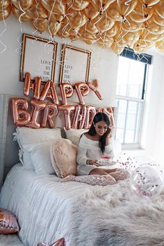 Living room and bedroom decoration for Christmas. Blush and Gray living room inspiration for Christmas. Happy Birthday Decor, Birthday Room Decorations, Happy Birthday Sister, Fabulous Birthday, Happy Birthday Images, Birthday Goals, 22nd Birthday, Halloween Birthday, Birthday Celebration