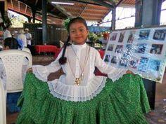 Panamanian girl in traditional dress in El Valle de Anton – www.bestplacesintheworldtoretire.com