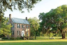 Soulful Historic Home - Southern Living - It's a toss-up whether designer Matthew Bees likes global style or soulful old Southern houses best. But one thing is certain: His curiously contradictory passions make for strong, spirited decorating. Southern Homes, Southern Living, Exterior Paint, Exterior Design, Exterior Colors, Mountain Cottage, Traditional Exterior, Plantation Homes, Low Country