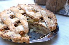 Thanksgiving Apple-Pear Pie by California Bakery
