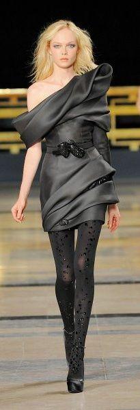 "modelmofos: ""Siri Tollerod @ Stephane Rolland Haute Couture F/W Paris "" Beauty And Fashion, Look Fashion, Passion For Fashion, High Fashion, Fashion Show, Stephane Rolland, Women's Dresses, Dress Vestidos, Short Dresses"