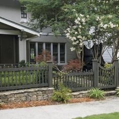 To Choose the Right Fence I think that we would use the front yard more if it had a small fence to separate us from the street.I think that we would use the front yard more if it had a small fence to separate us from the street. Small Front Yard Landscaping, Small Fence, Fenced In Yard, Landscaping Ideas, Horizontal Fence, Front Yard Fence Ideas Curb Appeal, Sloped Front Yard, Backyard Fences, Garden Fencing