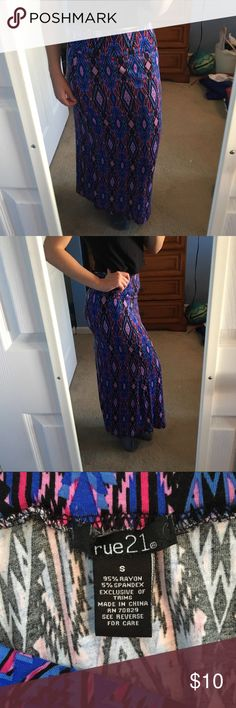 Printed Maxi Skirt This maxi shirt is 95% rayon and 5% spandex. This makes for a very soft, comfortable feel that you can wear to any event! Open to offers Rue 21 Skirts Maxi