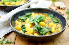 Dieses Kartoffel-Spinat-Curry Rezept ist wirklich einfach zuzubereiten und schmeckt toll! Außerdem bietet es sich sehr gut für Experimente an. Ich freue mich immer besonders, wenn ich Kommentare mi…