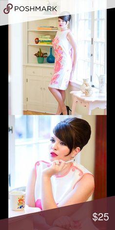 1960s Vintage Shift Dress 1960s floral shift dress. Excellent vintage condition. Model is a size 9/10. Dresses Midi