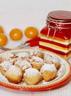 Бухти, които се обръщат сами  2 яйца 4с.л захар(ако искате да са по-сладки, може са прибавите още) 3с.л олио 2/3ч.ч кисело мляко 1ч.л течна ванилия 2ч.л бакпулвер 2 и 1/2ч.ч брашно 1/4ч.л сол Настъргана кора от лимон или портокал(по желание)