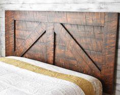 trendy Ideas for barn door headboard queen Reclaimed Wood Headboard, Reclaimed Barn Wood, Headboard Pallet, Shiplap Headboard, Pallet Beds, Headboard Ideas, Wall Mounted Headboards, Headboards For Beds, Wooden Headboards