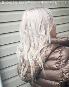 unglaubliche silberne Haarfarbe Ideen, um dieses Jahr auszuprobieren #neueFrisuren #frisuren #2017 #bestfrisuren #bestenhaar #beliebtehaar #haarmode #mode #Haarschnitte