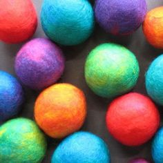 How to make felt balls...I don't know why I am fascinated by these little guys but I must try to make them.
