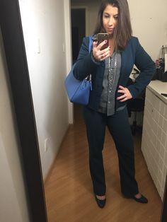 Vontade zero de sair de casa com esse friozinho e menos vontade ainda de me arrumar. Nesses dias vou Look corporativo básico: terninho e camisa social. Hoje foi tudo Azul.
