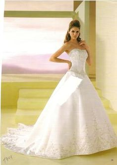 Original Price:$1218.98    Price:$731.98    Label Size:12    Designer: Jasmine Bridal    Manufacturer's Style Number:t944    Dress Condition: Great