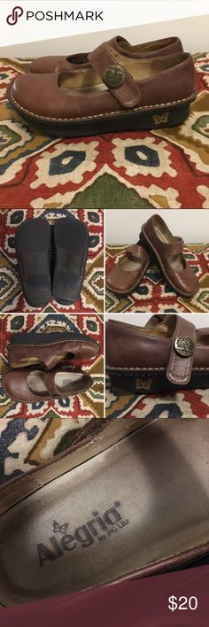 Algeria Brown Leather shoes These size 7 shoes are used and have a good deal of wear on the outsides back of soles, so please look a photos closely before purchasing. The rubber soles measure 1.5 inches. Alegria Shoes Mules & Clogs