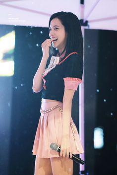 Blackpink Jisoo - Seoul National University of Science and Technology Performance. Blackpink Jisoo, Kpop Girl Groups, Korean Girl Groups, Kpop Girls, Stage Outfits, Kpop Outfits, Korean Outfits, Fashion Outfits, Kim Jennie