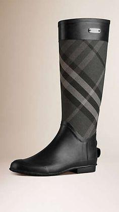 61908f6f061 Descubra la colección de calzado para mujer inspirada en la pasarela de  Burberry  botas