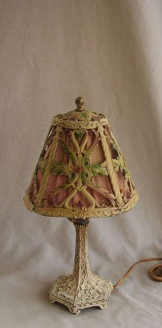 VINTAGE 1920'S or 30'S BOUDOIR TABLE LAMP