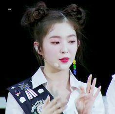 Netizens can't believe how pretty Red Velvet's Irene is even when she's dripping with sweat Redvelvet Kpop, Red Velvet Irene, Beautiful Soul, Krystal, Kpop Girls, Girl Group, Pretty, Idol, Korean