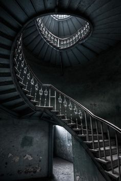 nothing like a beautiful staircase-even in abandoned buildings