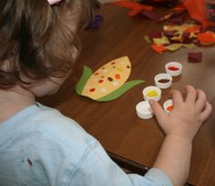 Fingerprint indian corn craft for kids. This fun activity makes a great fall craft for kids. Kids will enjoy dipping their fingers in the different colored paints and then using their fingerprints to make the corn kernels on the indian corn. Thanksgiving Preschool, Fall Preschool, Preschool Crafts, Thanksgiving Feast, Fall Crafts, Holiday Crafts, Holiday Fun, Halloween Crafts, Autumn Activities