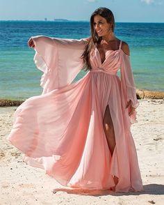 vestido longo rose para  madrinha de casamento na praia Gala Dresses, Royal Dresses, Casual Dresses, Fashion Dresses, Rainbow Wedding Dress, Evening Dresses, Summer Dresses, Bridal Robes, Beautiful Gowns