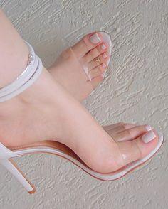 Curvinha a mostra Sobre a sandália: sou tão apaixonada... ❤️